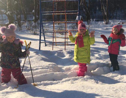 """Ах вы лыжи, мои лыжи! Обучение детей ходьбе на лыжах в детском саду """"Малыш"""" (ул. Королева, 22-а)"""