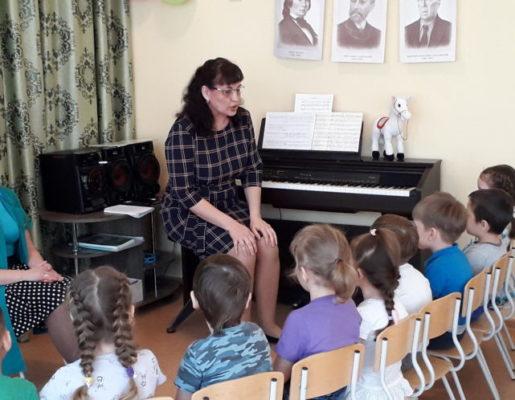 """Открытое музыкальное занятие для детей средней группы """"Лунтики"""" (ул. Горняков, 31)"""
